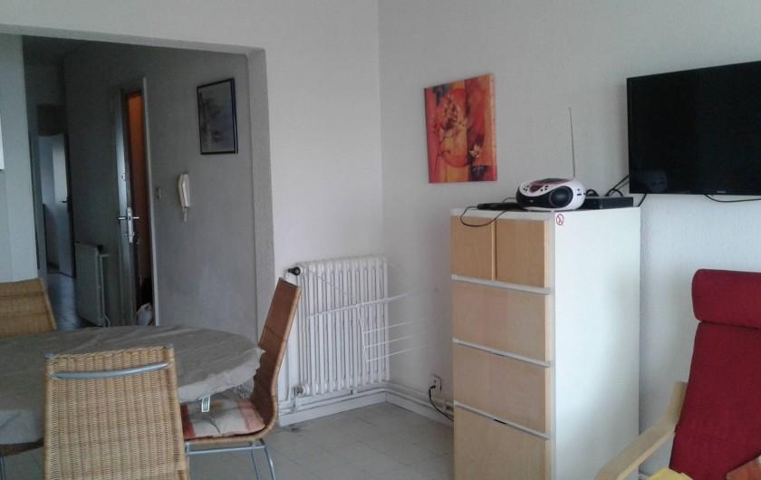 Location de vacances - Appartement à Koksijde - du living vers la porte d'entrée et le couloir d'accès au autres pièces