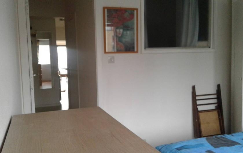 Location de vacances - Appartement à Koksijde - couloir de la grande chambre vers les autres pièces