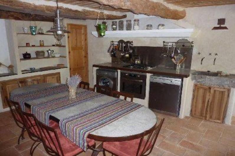 Location de vacances - Gîte à Ribiers - Cuisine salle à manger tout équipée