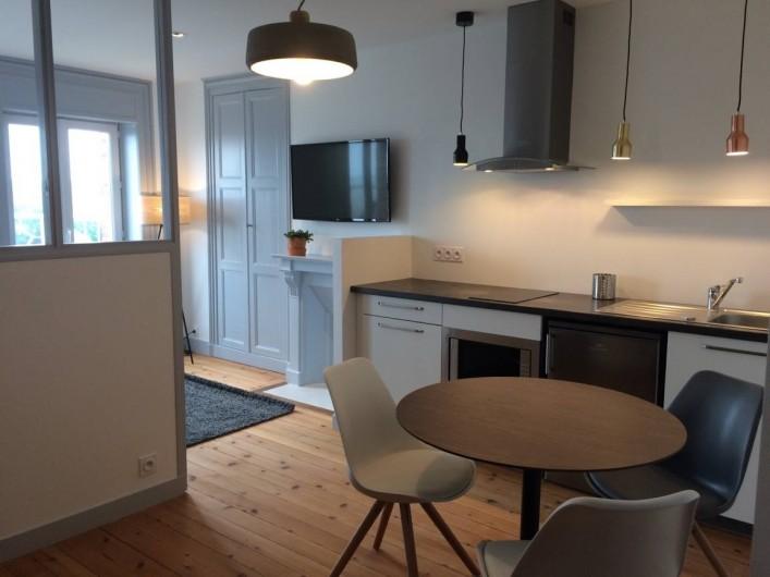 Location de vacances - Appartement à Saint-Pair-sur-Mer - Coin repas avec cuisine ouverte