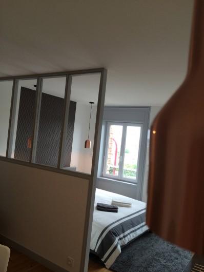 Location de vacances - Appartement à Saint-Pair-sur-Mer - Fenêtres vue sur mer