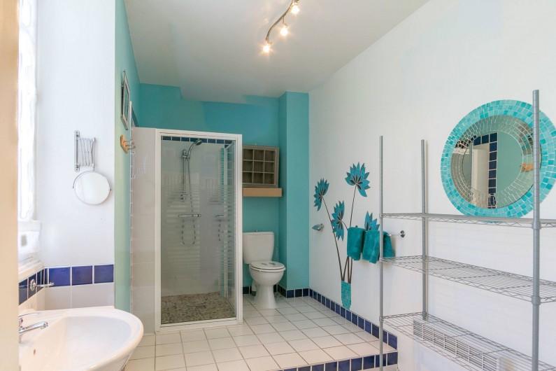 Location de vacances - Gîte à Descartes - salle de bains en rez de chaussé