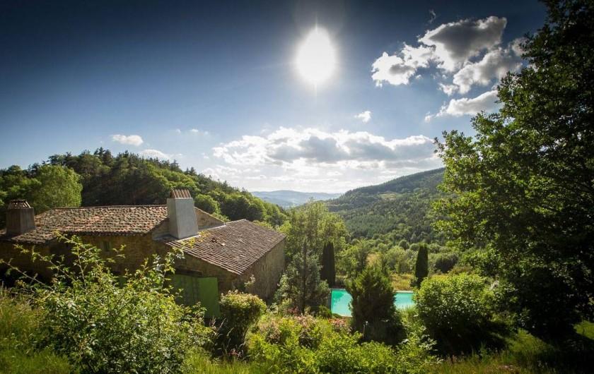 Location de vacances - Chambre d'hôtes à Saint-Barthélémy-Grozon - La piscine du Domaine de Plantât