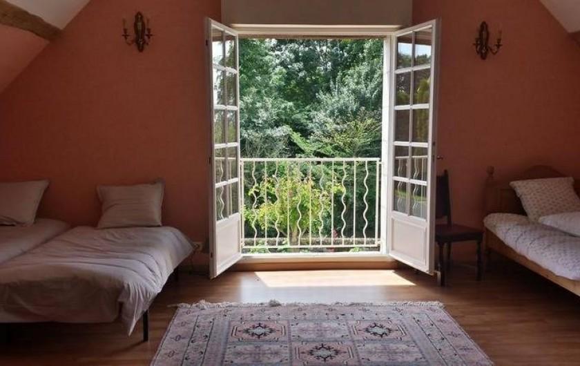 Location de vacances - Gîte à Villandry - Vue de la chambre 3 avec sa grande baie vitrée