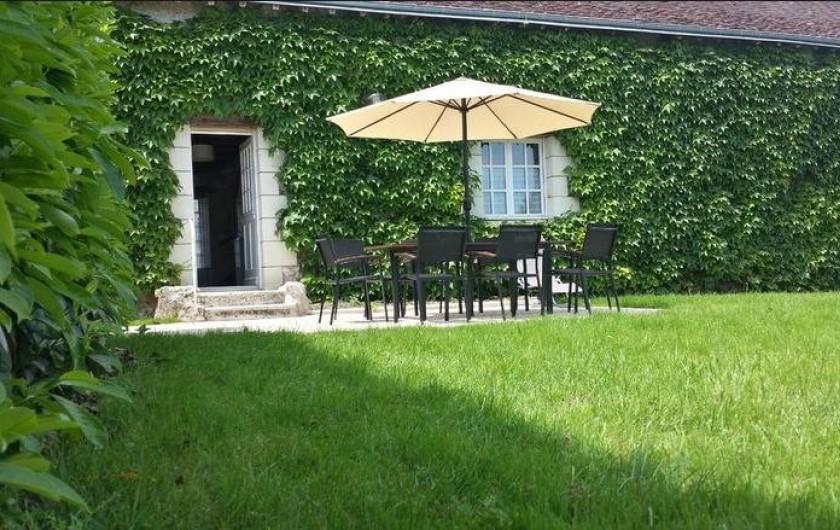 Location de vacances - Gîte à Villandry - La maison d'hôtes vue du parc
