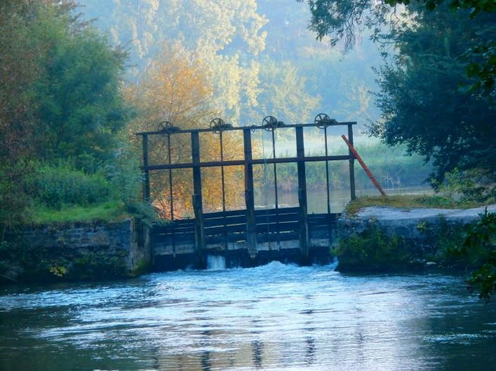 Location de vacances - Maison - Villa à Yvré-l'Évêque - Le barrage du moulin , un bon coin de pêche