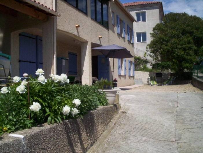 Location de vacances - Appartement à Saint-Martin-de-la-Brasque - entré de la   cour