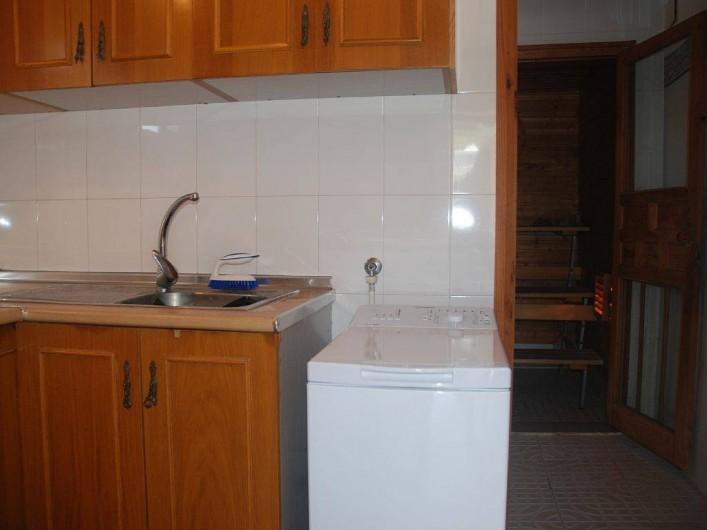 Location de vacances - Villa à La Zenia - entrée annexe  laverie ,douche ,wc et sauna