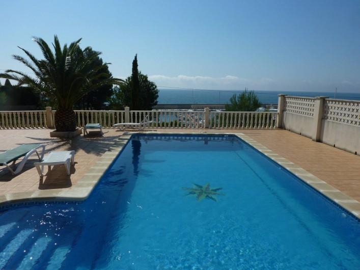 Location de vacances - Villa à L'Ametlla de Mar - Piscine avec terrasse vue mer