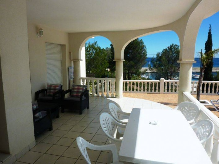Location de vacances - Villa à L'Ametlla de Mar - terrasse couverte salon extèrieur, et mobilier de jardin