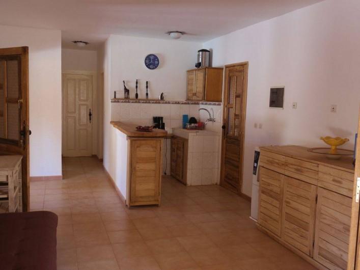 Location de vacances - Villa à Somone - séjour avec son bar ouvert