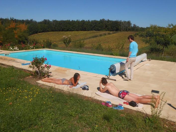 Location de vacances - Chambre d'hôtes à Tournon-d'Agenais - La piscine à partager