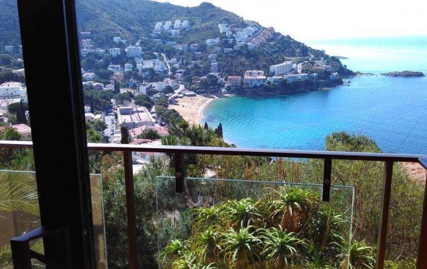 Location de vacances - Appartement à Roses - vue sur la mer a partir du petit balcon de la chambre des parents