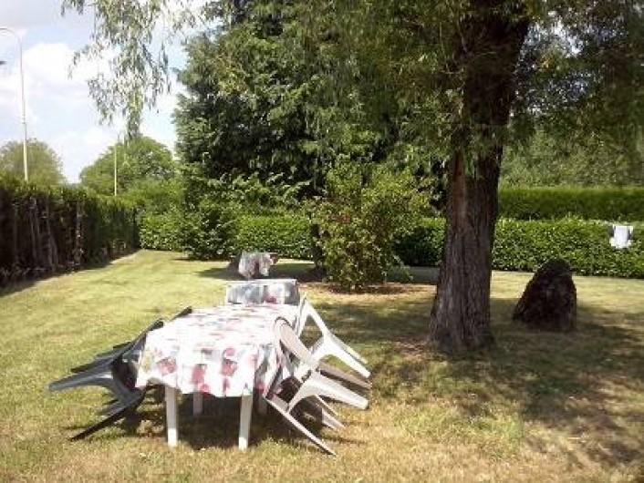 Location de vacances - Maison - Villa à Cusy - pelouse ombragée attenante à la location