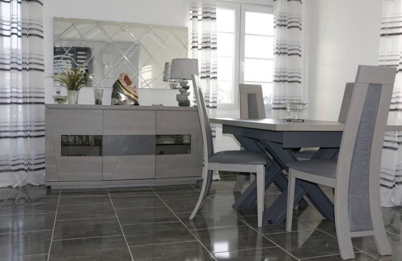Location de vacances - Appartement à Saint-Valery-en-Caux - Salle à manger avec vue sur le chenal, le port et le centre ville