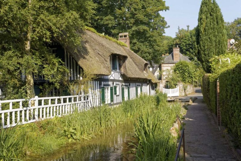Location de vacances - Appartement à Saint-Valery-en-Caux - Veules les Roses et ses magnifiques demeures au toit de chaume