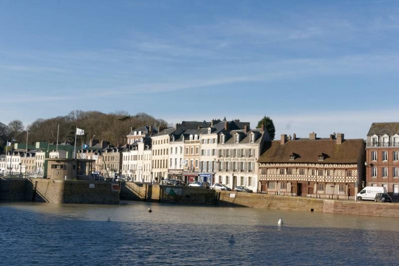 Location de vacances - Appartement à Saint-Valery-en-Caux - Vue du bassin et du port depuis le balcon de l'appartement