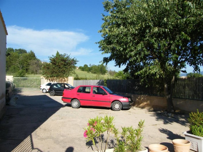 Location de vacances - Gîte à Gargas - Parking privé