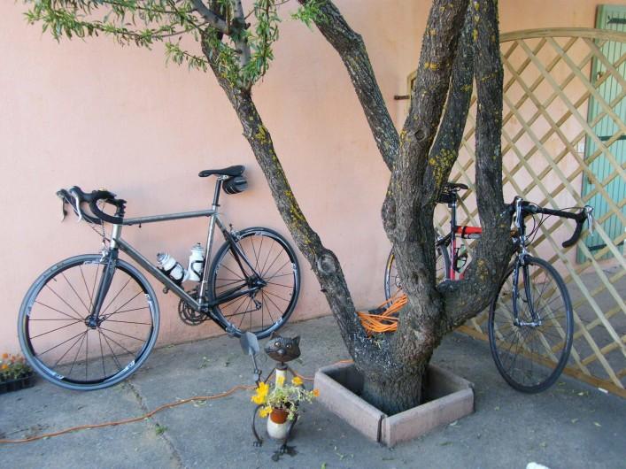 Location de vacances - Gîte à Gargas - Vous pouvez apporter vos vélos (ou en louer)