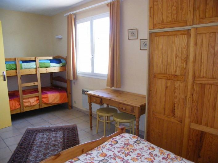 Location de vacances - Gîte à Gargas - Les lits superposés de la chambre