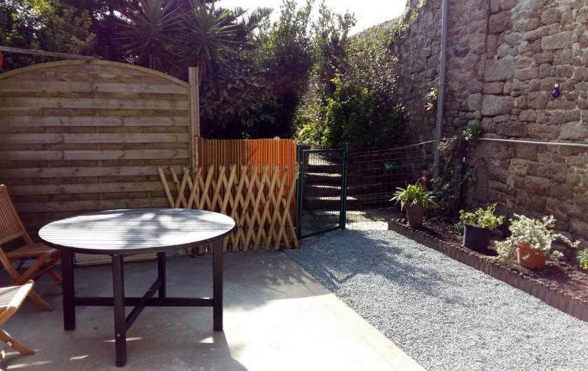 Location de vacances - Maison - Villa à Barfleur - Cour privée avec salon de jardin