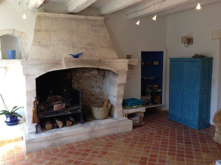 Location de vacances - Mas à Saint-Rémy-de-Provence - Cheminée