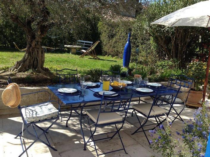 Location de vacances - Mas à Saint-Rémy-de-Provence - manger au soleil