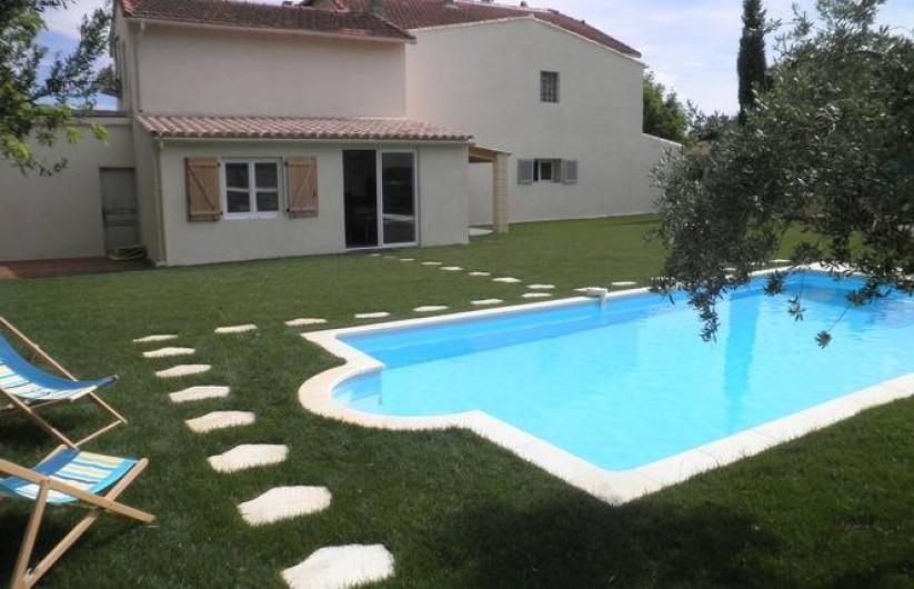 Location de vacances - Appartement à Châteauneuf-de-Gadagne - jardin et piscine