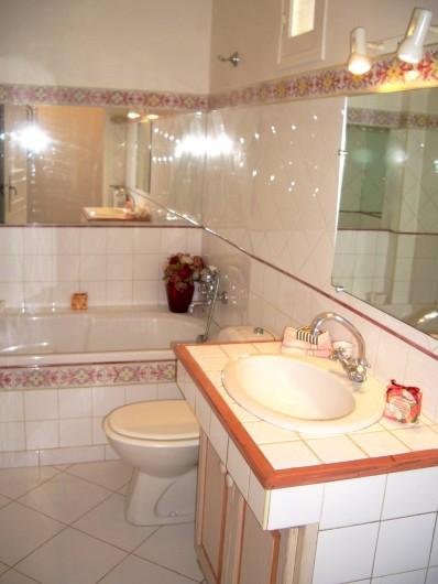 Location de vacances - Villa à Saint-Tropez - La salle de bain Master