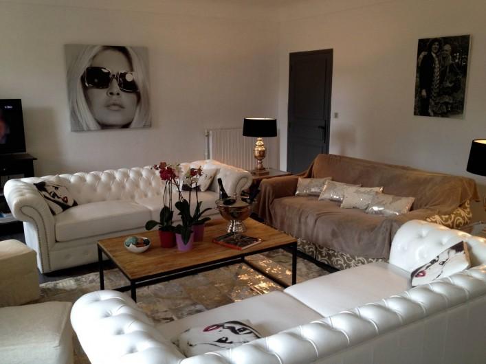 Location de vacances - Villa à Saint-Tropez - Le Salon