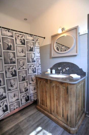 Location de vacances - Villa à Saint-Tropez - Salle de bain étage