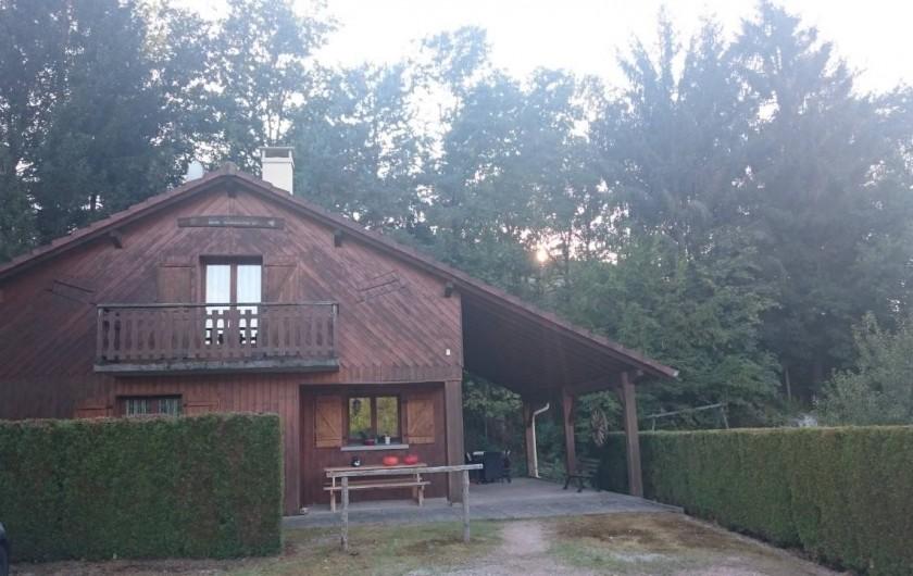 Location de vacances - Hôtel - Auberge à Tendon - Le chalet avec des chambres familiales à réserver.