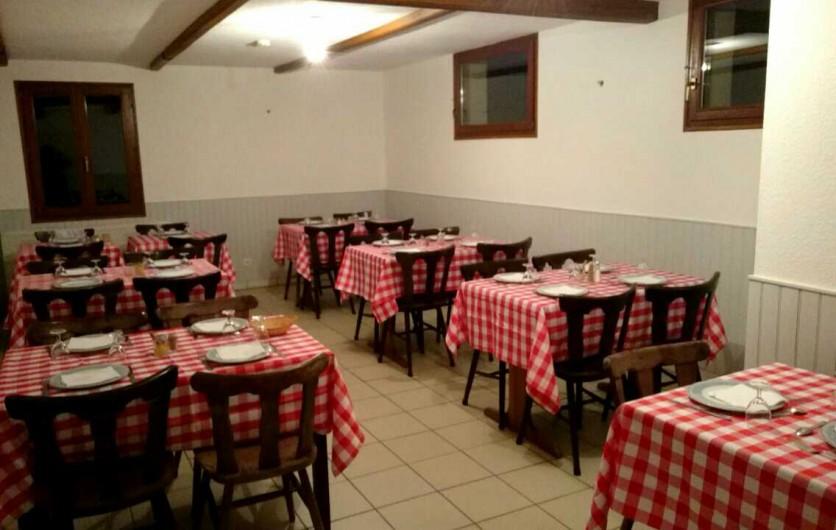 Location de vacances - Hôtel - Auberge à Tendon - Salle de restaurant style campagnard