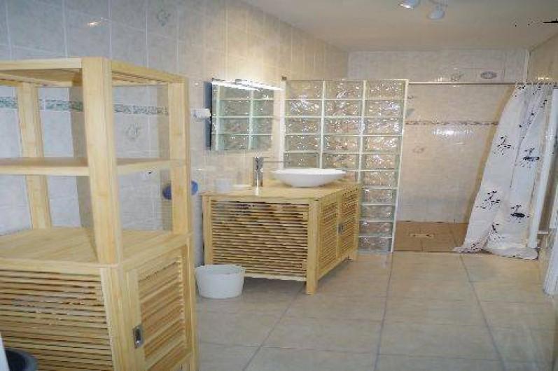 Location de vacances - Gîte à Maintenay - Salle de bain 1