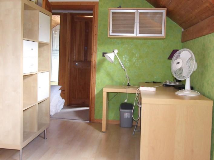 Location de vacances - Chalet à Les Vigneaux - chambre 4 située à l'étage versant OUEST canapé lit 1m30 x2m00