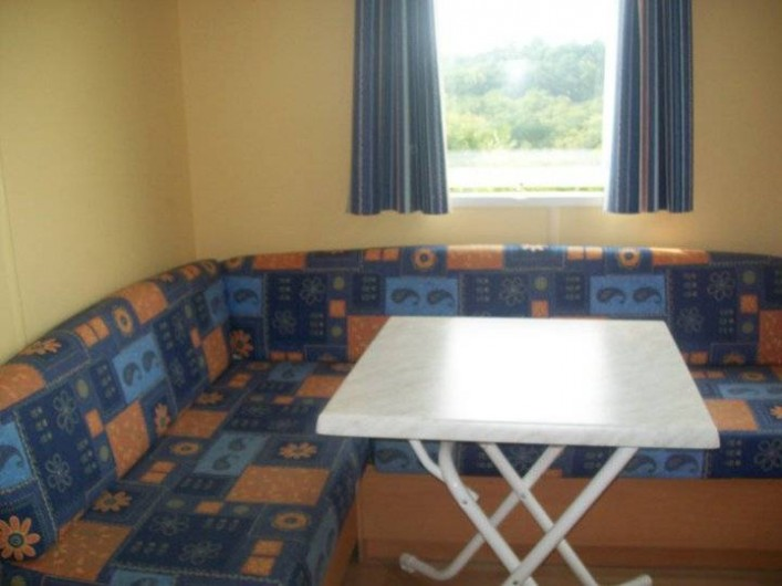 Location de vacances - Bungalow - Mobilhome à Villefranche-du-Périgord - Coin séjour d'un Mobile Home ASTRIA 2P