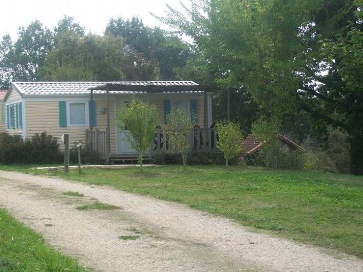 Location de vacances - Bungalow - Mobilhome à Villefranche-du-Périgord - Mobile Home SUPER MERCURE : 4-7p à partir de   65 EUR /nuit - 245 EUR /sem.