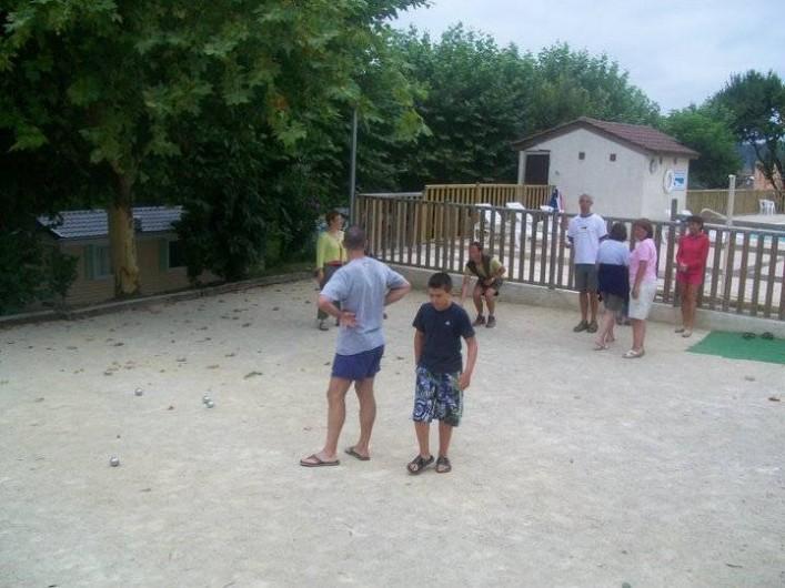 Location de vacances - Bungalow - Mobilhome à Villefranche-du-Périgord - Terrain de pétanque : prêt de boules - Concours hebdomadaire en saison