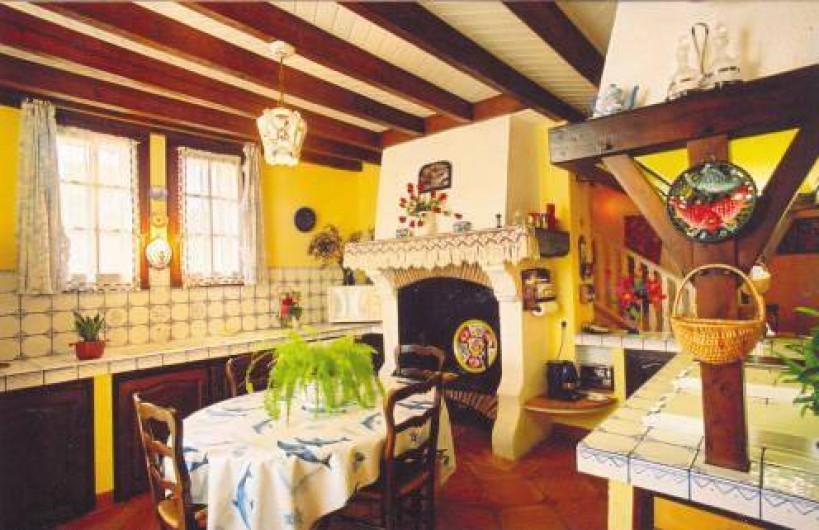 Location de vacances - Gîte à Castelnau-sur-Gupie - de la terrasse on entre dans la cuisine
