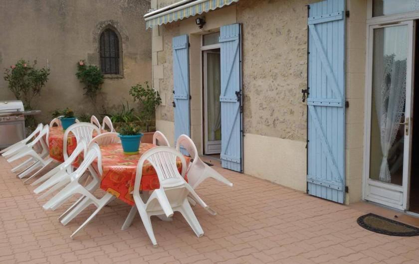 Location de vacances - Gîte à Castelnau-sur-Gupie - la nouvelle terrasse en pavés