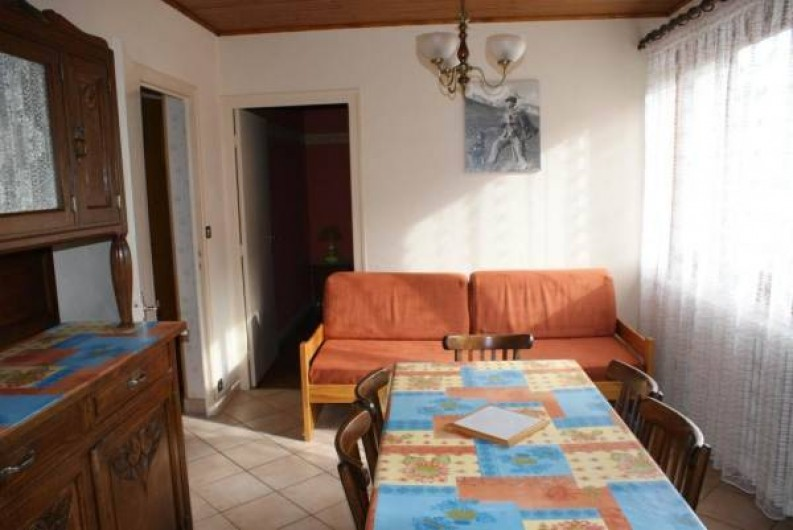 Location de vacances - Appartement à Lanslevillard - Coin séjour avec vue sur les montagnes (domaine skiable)