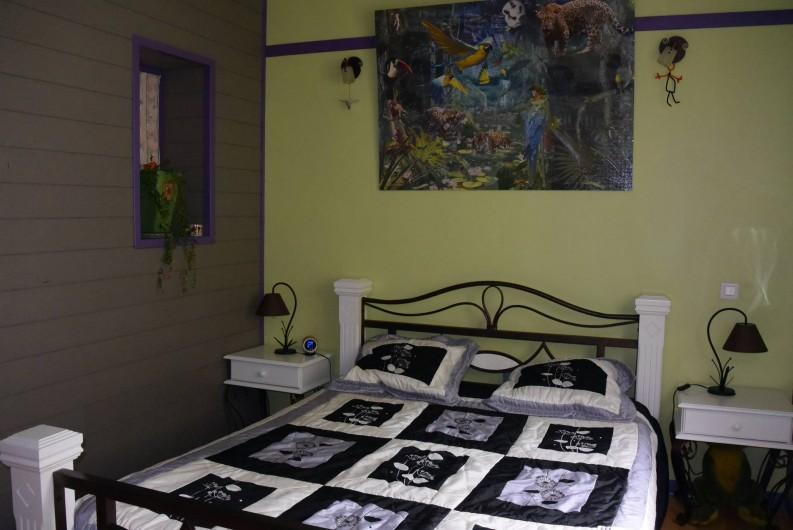 Location de vacances - Villa à Les Vabres - La chambre parentale , sous les pentes , excentrée ...un nid douillet...