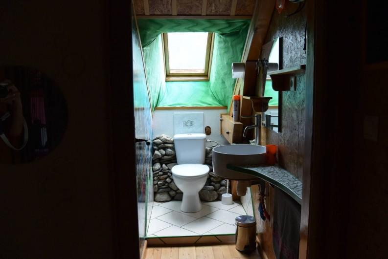 Location de vacances - Villa à Les Vabres - L'espace toilette à l'étage ...
