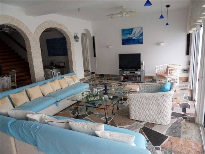 Location de vacances - Villa à Maho - séjour ; décoration et tableaux : artiste Zaboune