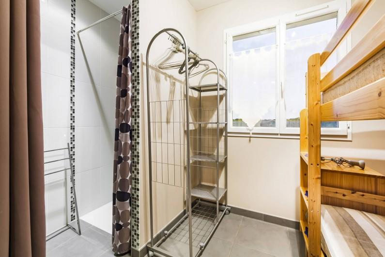 Location de vacances - Gîte à Trausse - Chambre 2 douche
