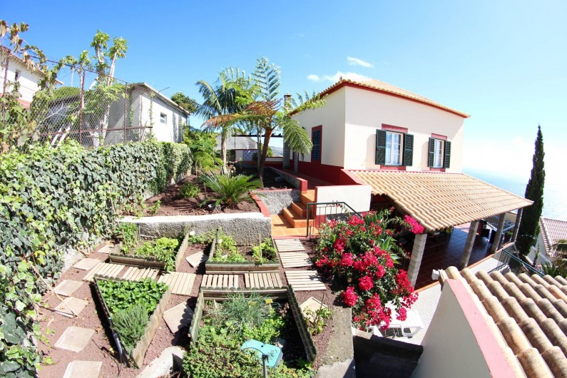 Location de vacances - Villa à Estreito da Calheta - Vue de la maison du côtè Ouest