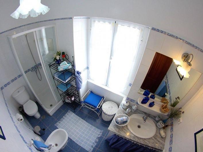 Location de vacances - Villa à Estreito da Calheta - Salle de bain au 1er étage