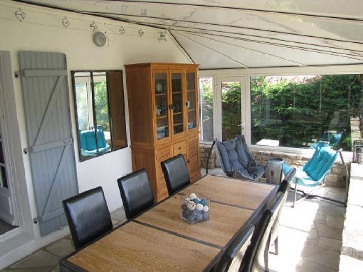 Location de vacances - Villa à Plouhinec - Véranda avec vue agréable sur le jardin