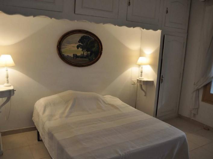 Location de vacances - Villa à Roses - Chambre 2 avec sdb attenante