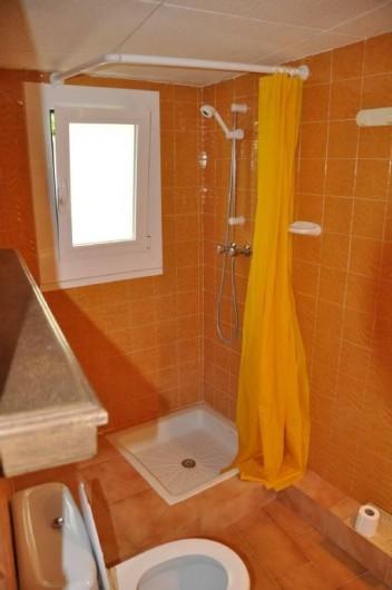 Location de vacances - Villa à Roses - Salle de douche WC lavabo pour dortoir 3 et Ch 4